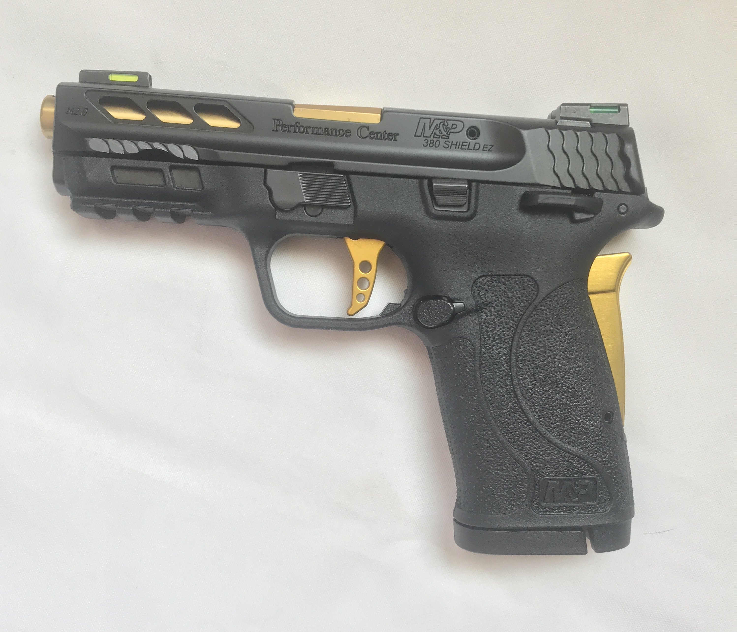Smith & Wesson M&P380 SHIELD  M2.0 EZ - Performance Center - GOLD